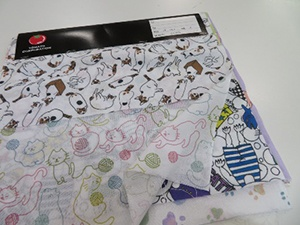 Sales of the tenugui with cat design are donated to the animal protection group.